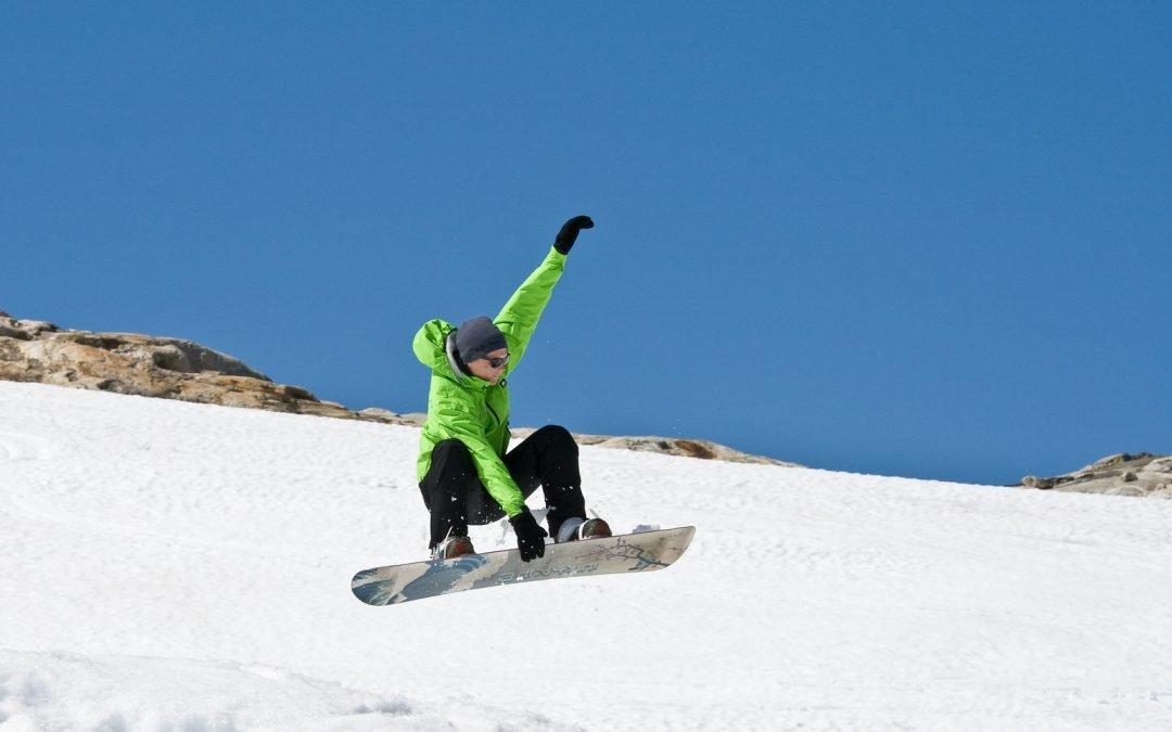 6 Best Snowboarding Gloves [2020 Reviews]