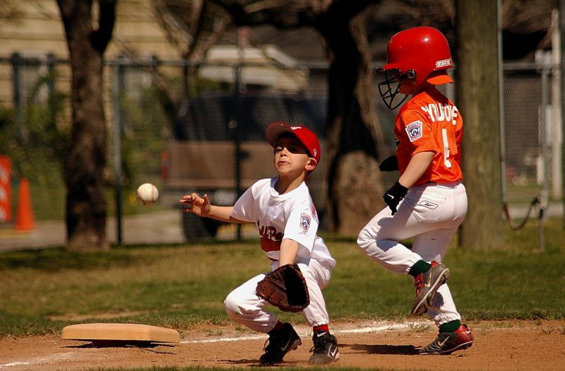 8 Best Youth Baseball Gloves [2020 Reviews]