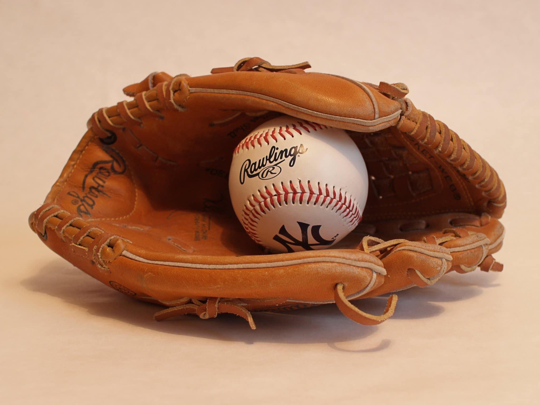 How to Use the Best Leather Conditioner for Baseball Gloves